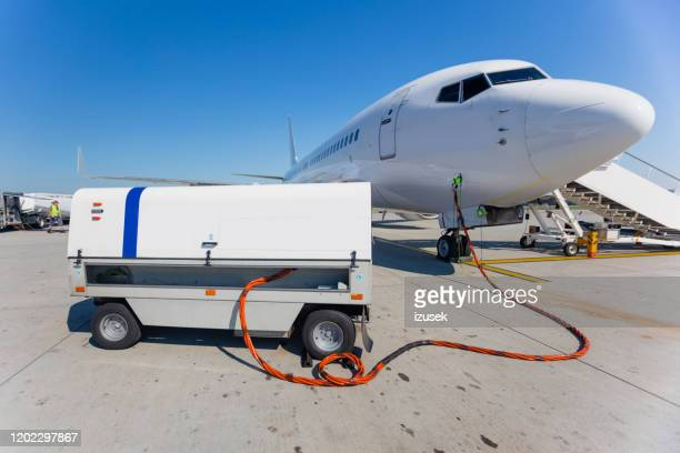 airport ground service - air vehicle stock pictures, royalty-free photos & images