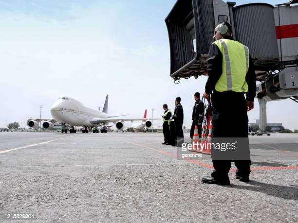 airport ground workers - crew stock pictures, royalty-free photos & images
