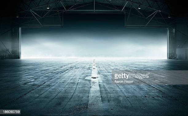 airport hanger - abwesenheit stock-fotos und bilder