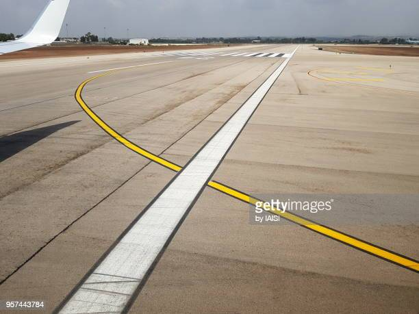 airport lines for take off, until the horizon - airfield stock pictures, royalty-free photos & images