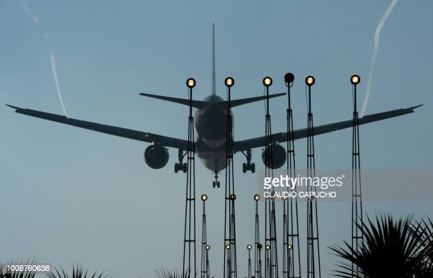 airport of guarulhos - claudio capucho stock pictures, royalty-free photos & images