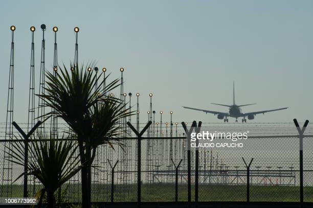 airport of guarulhos - claudio capucho stock photos and pictures
