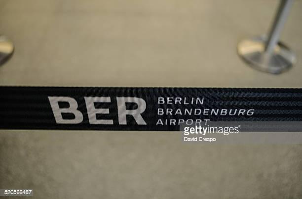 ber flughafen - flughafen berlin brandenburg stock-fotos und bilder