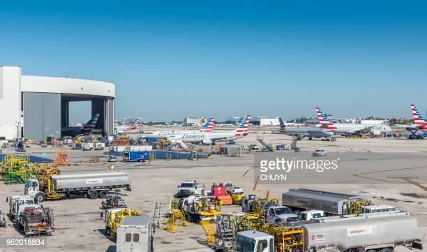 el aeropuerto - aeropuerto internacional de miami fotografías e imágenes de stock