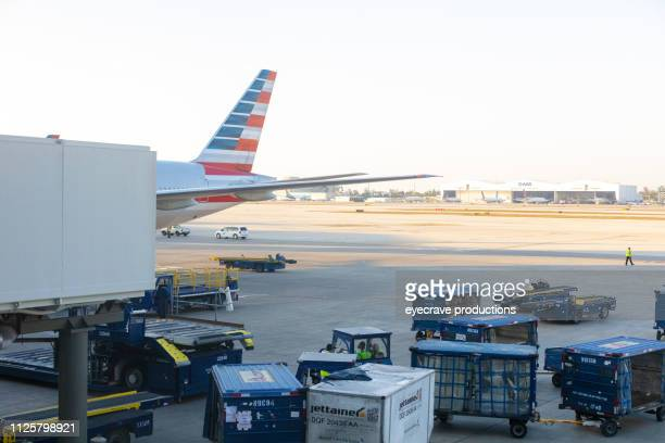 airport runway and aircraft in dallas texas dfw - dallas fort worth airport stock pictures, royalty-free photos & images