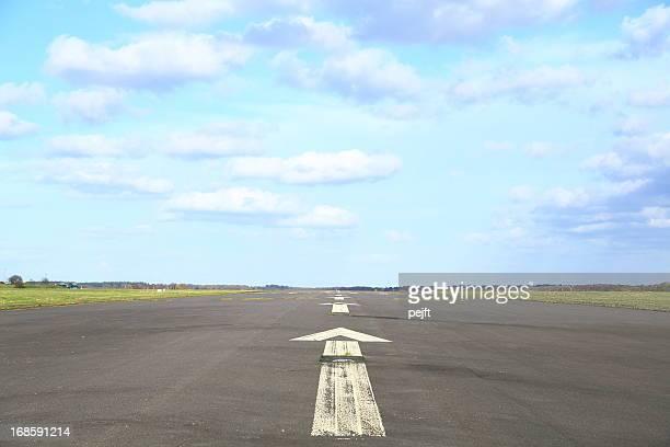 airport runway - pejft stock-fotos und bilder