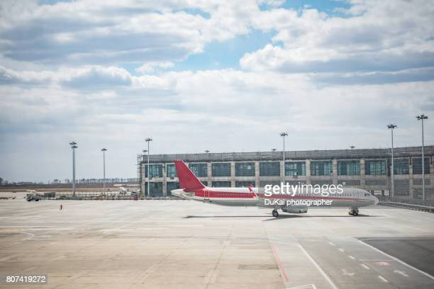 airport runway - alternative fuel vehicle stock pictures, royalty-free photos & images