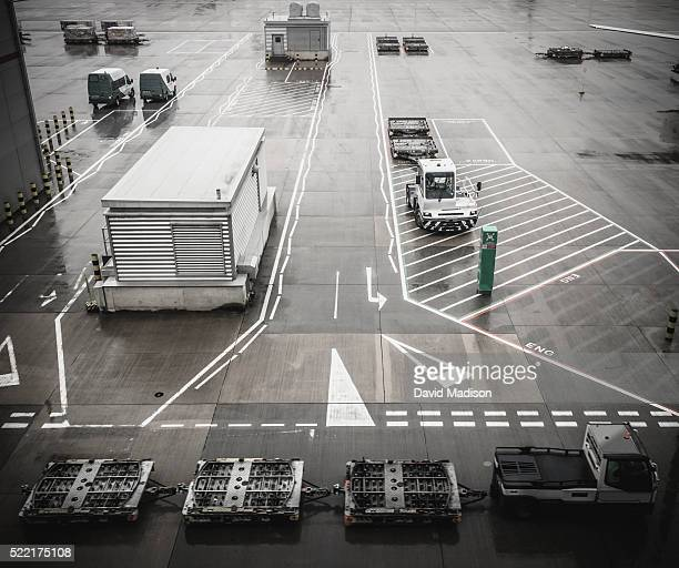 airport scene - taxiway stock pictures, royalty-free photos & images