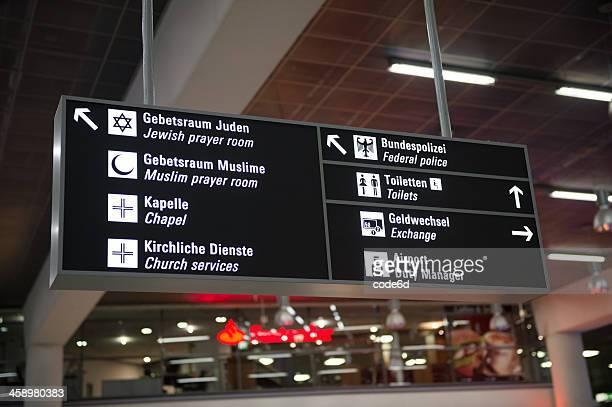 Flughafen Schild in Frankfurt