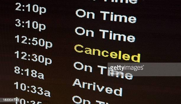 空港の標識フライトキャンセルされた場合の移動の泥沼化 - 取り消し ストックフォトと画像