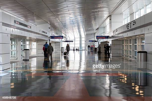 airport terminal - dallas fort worth airport stock pictures, royalty-free photos & images