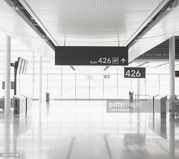 airport terminal - flughafen stock-fotos und bilder