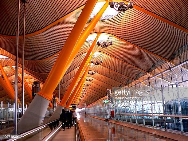 terminal do aeroporto de madri, t4 - madrid - fotografias e filmes do acervo