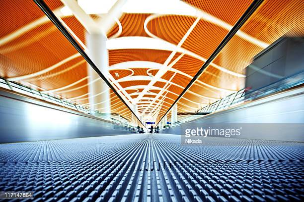 airport walkway - vanishing point stock pictures, royalty-free photos & images