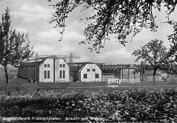 Airship dockyard in Friedrichshafen Photograph Around 1925 [Die Luftschiffwerft in Friedrichshafen Photographie Um 1925]