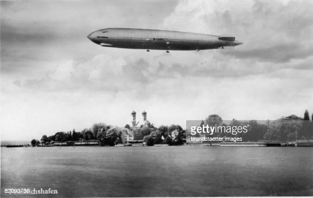 Airship LZ127 'Graf Zeppelin' above Friedrichshafen Photograph 1928 [Das Luftschiff LZ127 'Graf Zeppelin' ber Friedrichshafen Photographie 1928]