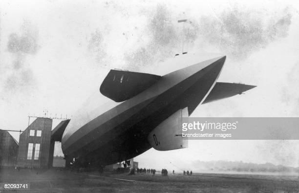 Airship LZ127 'Graf Zeppelin' Friedrichshafen Photograph 1928 [Das Luftschiff LZ 127 'Graf Zeppelin' vor dem Hangar Friedrichshafen Photographie 1928]