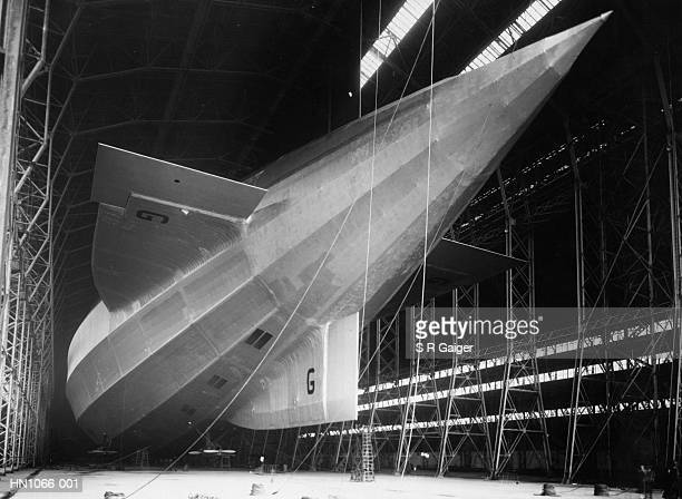 r-100 airship - 1920 1929 stock pictures, royalty-free photos & images