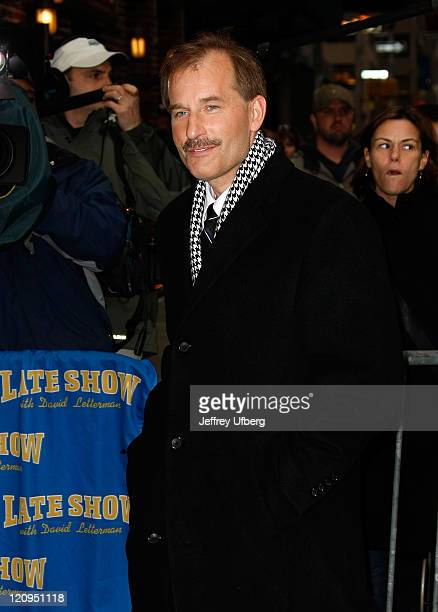US Airways Flight 1549 First Officer Jeffrey Skiles visits Late Show with David Letterman at the Ed Sullivan Theater on February 10 2009 in New York...