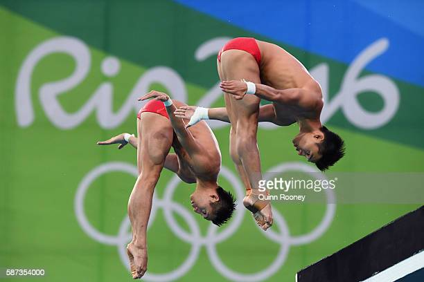 Aisen Chen and Yue Lin of China compete in the Men's Diving Synchronised 10m Platform Final on Day 3 of the Rio 2016 Olympic Games at Maria Lenk...