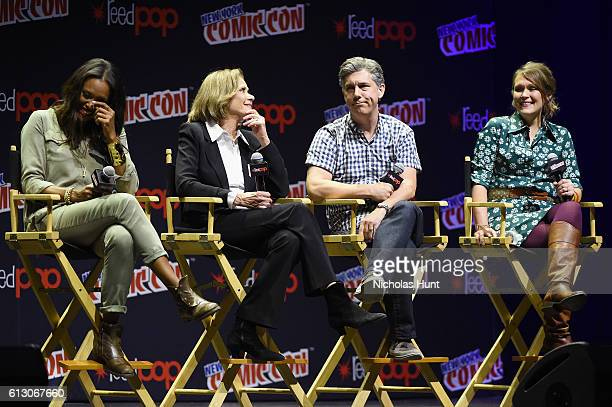 Aisha Tyler Aisha Tyler Jessica Walter Chris Parnell and Amber Nash speak at Archer panel during day 1 of 2016 New York Comic Con at Hammerstein...