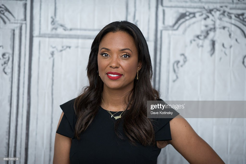 """The BUILD Series Presents Aisha Tyler and Julie Chen Discussing """"The Talk"""" : Nieuwsfoto's"""