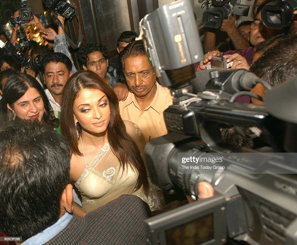 Aishwarya Rai addressing the Media at the launch of Umrao Jaan Music in Mumbai Maharashtra India