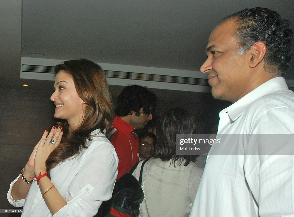 Aishwarya Rai and Ashutosh Gowariker at the special screening of the film Khelein Hum Jee Jaan Se in Mumbai on November 22 2010