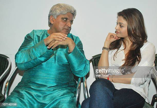 Aishwarya Rai Bachchan and Javed Akhtar at the special screening of the film Khelein Hum Jee Jaan Se in Mumbai on November 22 2010