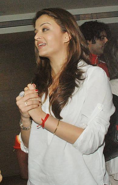 Aishwarya Rai Bachchan at the special screening of the film Khelein Hum Jee Jaan Se in Mumbai on November 22 2010