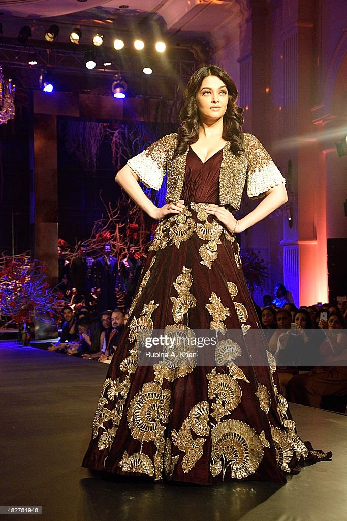 Aishwarya RaiBachchan walks the runway in designer Manish Malhotra`s couture ensemble from his collection Couture Soiree The Empress Story at the...