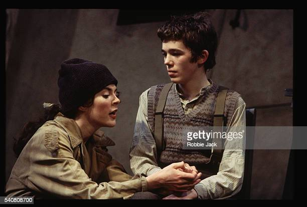 aisling o' sullivan holding ruaidhri conroy's hand in the cripple of irishman - robbie jack stock-fotos und bilder