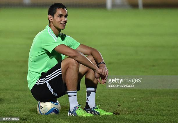 Aissa Mandi takes part in a training session in Malabo on January 26 2015 on the eve of the 2015 African Cup of Nations football match between...