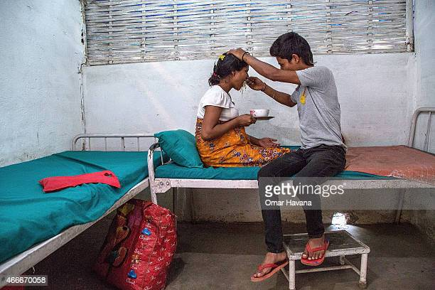 Aita Singh Lakandri helps his wife Binita Lakandri 20 years old and a Nepali citizen to eat lunch in the maternity ward of the campÕs Health Care...