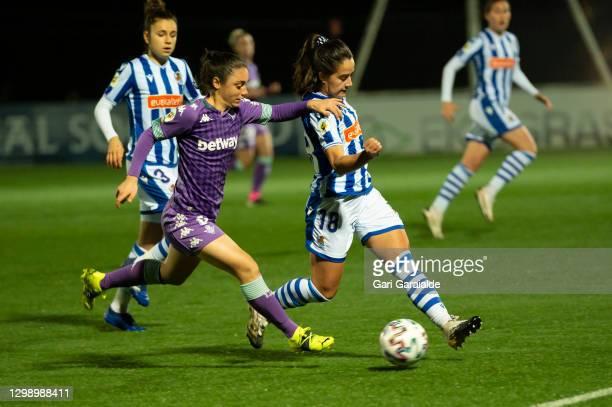 Aixa Salvador of Real Betis Femenino vies with Nuria Rábano of Real Sociedad during the Primera Division Femenina football match between Real...