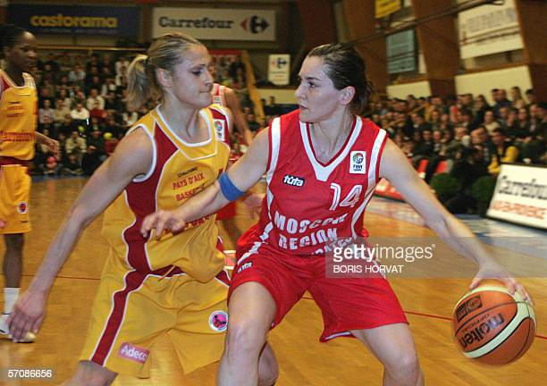 Aix Basket Anastasia Kostaki vies with Spartak Moscow Gordana Grubin during their Basket Eurocup final in AixenProvence southen France 14 March 2006...