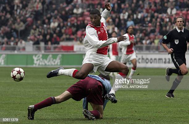 Ajax Amsterdam player Ryan Babel fights for the ball with Barry Opdam of AZ Alkmaar during their Dutch championships match 10 April 2005 in Amsterdam...