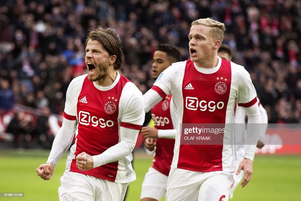 Ajax Amsterdam's Danish midfielder Lasse Schone (L) reacts with temmate, midfielder Donny van de Beek after scoring his team's second goal during the Dutch Eredivisie soccer match between Ajax Amsterdam and FC Twente Enschede, in Amsterdam on February 11, 2018. / AFP PHOTO / ANP / Olaf KRAAK / Netherlands OUT