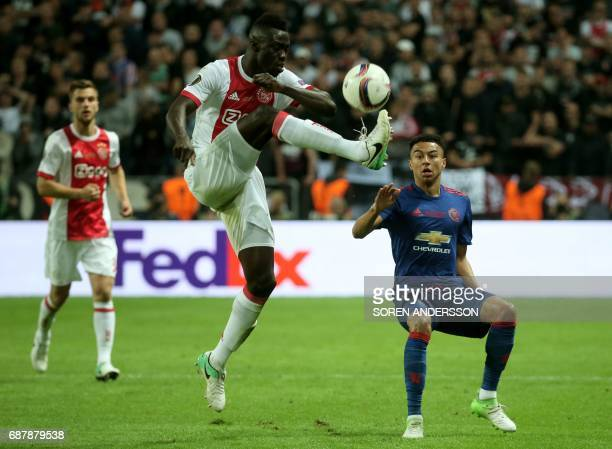 Ajax Colombian defender Davinson Sánchez and Manchester United's English midfielder Jesse Lingard vie for the ball during the UEFA Europa League...