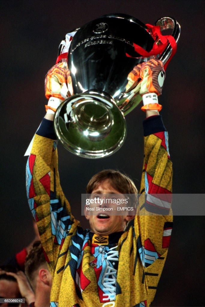 Soccer - UEFA Champions League - Final - Ajax v AC Milan : News Photo