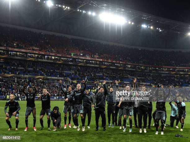 Ajax' players celebrate their victory in the Europa League semifinal football match Olympique Lyonnais against AFC Ajax on May 11 2017 at the Parc...