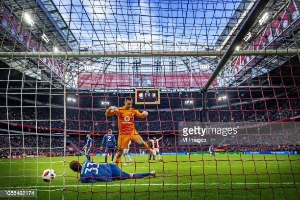 AjaxFeyenoord 2018/2019 De Klassieker Eric Botteghin en Justin Bijlow liggen er verslagen bij na de 30 van Tadic Foto Pim Ras during the Dutch...