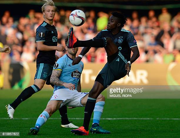 Ajax's Burkinabe forward Bertrand Traore vies with Celta Vigo's defender Carles Planas during the Europa League Group G football match RC Celta de...