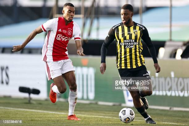 Ajax's Ducth midfielder Ryan Gravenberch fights for the ball against Vitesse Dutch midfielder Riechedly Bazoer during the Toto KNVB cup final match...
