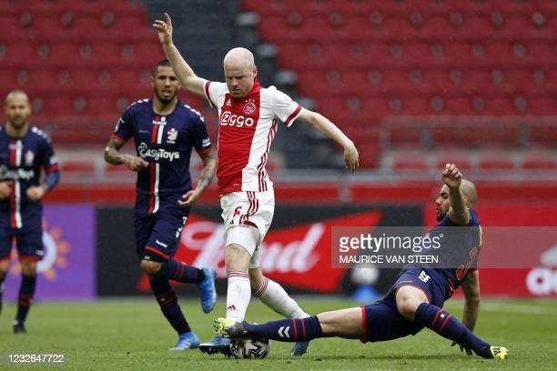Ajax's Dutch midfielder Davy Klaassen fights for the ball against FC Emmen's Dutch defender Keziah Veendorp during the Dutch Eredivisie football...