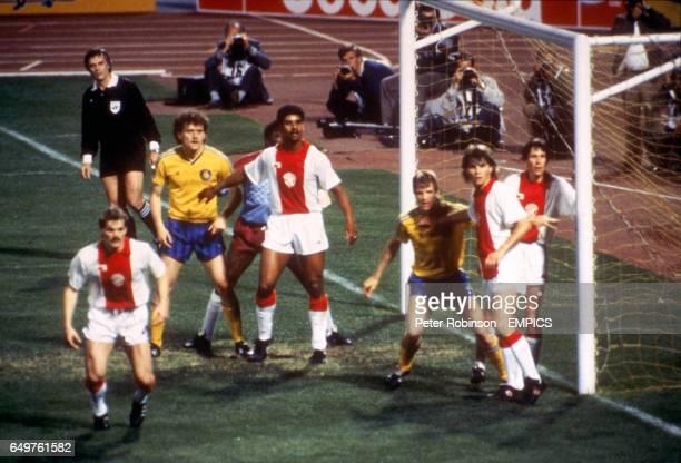 Ajax's Jan Wouters Stanley Menzo Frank Rijkaard Frank Verlaat and Arnold Muhren defend a corner against Lokomotive Leipzig's Olaf Marschall and...