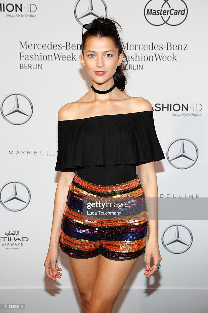 Dimitri Arrivals - Mercedes-Benz Fashion Week Berlin Spring/Summer 2017 : Nachrichtenfoto