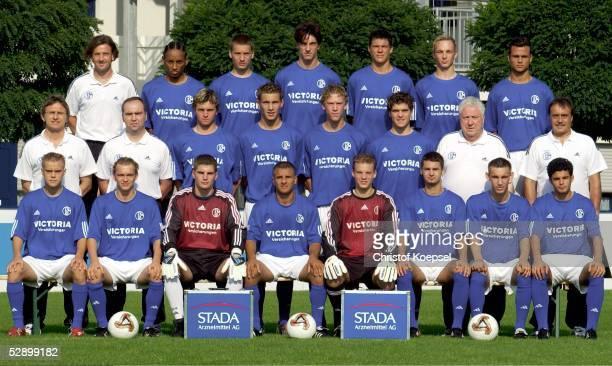 Junioren Bundesliga 03/04 FC Schalke 04 Gelsenkirchen Obere Reihe von links CoTrainer Uwe SCHERR Hiannick KAMBA Dennis WIDERA Patrick ANTON Mario...