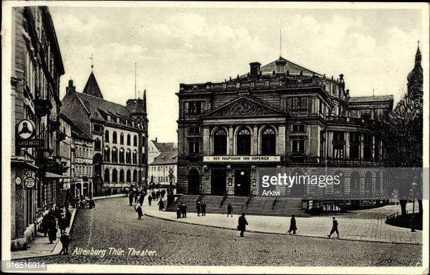 Ak Altenburg in Thüringen Straßenpartie mit Blick auf das Theater Passanten