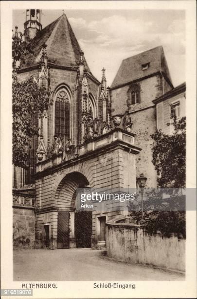 Ak Altenburg in Thüringen Straßenpartie mit Blick auf den Eingang zum Schloss